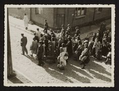 1944: A Mass Deportation Of Ghetto Residents - Henryk Ross - In the winter of 1944, at the height of the Holocaust, Jewish photographer Henryk Ross buried a box of photographs in the ground so nazis wouldn´t find them.