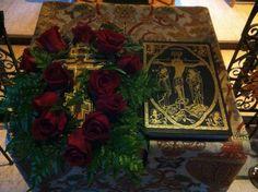 Ύψωση Τιμίου Σταυρού: Ποιοι γιορτάζουν σήμερα #14Σεπτεμβρίου – Χρόνια πολλά Gift Wrapping, Gifts, Painting, Art, Gift Wrapping Paper, Art Background, Presents, Wrapping Gifts, Painting Art