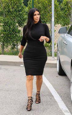 Kim Kardashian Photos Photos - Kim Kardashian is seen shopping in Beverly Hills at Barneys New York. - Kim Kardashian Shops at Barneys Look Kim Kardashian, Kardashian Photos, Kardashian Nails, Kardashian Wedding, Robe Style Empire, Celebrity Outfits, Celebrity Style, Celebrity News, Pregnancy Looks
