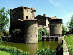 chateau tennessus in spring france, Deux-Sevres, Poitou-Charentes Chateau Medieval, Medieval Castle, Beautiful Castles, Beautiful Buildings, Photo Chateau, Culture Of France, Castles To Visit, Father Images, French Castles