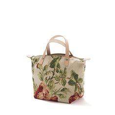 Mini handbag - Mala estilo saco, em tecido, forrada Alças em couro natural. Pode ser usado tanto no braço como na mão. Handmade-numerado. Med: 42 x31 x 14cm