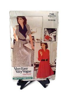 80s Vogue Pattern 7149 Very Easy Vogue Career by WeeLambieVintage, $10.00