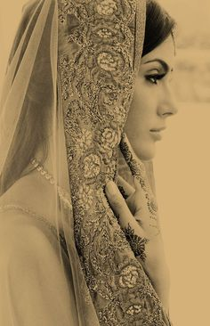 Inspiration for a vintage Indian wedding - Indian bridal make up - dupatta Yes vintage look is amazing. What I luv the most is those sari mannequin dolls the vintage ones, I think that bride look = the best by far, simple & bit of an old/retro twist . Wedding Wows, Exotic Wedding, Desi Wedding, Wedding Bride, Boho Wedding, Glamour, Dress Picture, Indian Bridal, Bride Indian