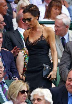 Fashion-Looks: Im spitzengesäumten Louis-Vuitton-Kleid wird Victoria in Wimbledon Zeuge von Andy Murrays geschichtsträchtigem Finalsieg.