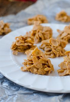 No-Bake Butterscotch Cornflake Cookies – Easy As by Seeded at the Table. Don't bother preheating your oven. These no-bake cookies are made with just three ingredients and ready in a jiffy! Did I mention they make about a million to feed a crowd? Cookie Recipes, Snack Recipes, Dessert Recipes, Snacks, Dessert Ideas, Potluck Ideas, Just Desserts, Delicious Desserts, Yummy Food
