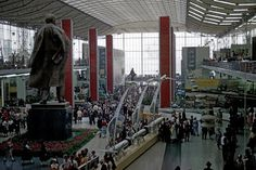 USSR Pavilion with a giant statue of Lenin at Expo '58, Brussels