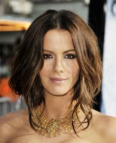 Faux Bob Hair Tutorial: 7 Steps to Creating This Simple, Chic Look | Bustle