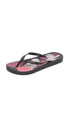 c13ccfba134b9 A flowered pattern information the shaped sock on these rubber Ipanema flip  flops.