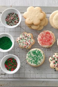14 Cookie Recipes No One Should Be Without / Betty Crocker (Classic Sugar Cookies-cookie exchange quantity) Best Christmas Cookies, Holiday Cookies, Christmas Desserts, Holiday Treats, Christmas Treats, Holiday Recipes, Christmas Recipes, Snowman Cookies, Christmas Foods