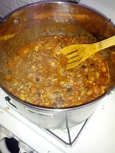 250 calorie-per-serving chili with over 20 grams of protein, fiber, healthy fats, and spices to raise metabolism. Lean Protein Meals, High Protein Recipes, Protein Foods, Ideal Protein, Soup Recipes, Diet Recipes, Cooking Recipes, Healthy Recipes, Healthy Fats