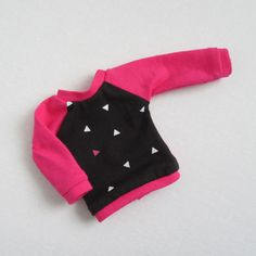 Pink and black triangle print sweater for 14.5 inch dolls by JellibeanLane on Etsy. Made using the Piccadilly Pjs for WellieWishers Dolls pattern. Get it here http://www.pixiefaire.com/products/piccadilly-pjs-for-welliewishers-dolls. #pixiefaire #piccadillypjsforwelliewishersdolls