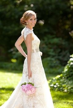 Gorgeous keyhole back on this lace wedding dress!... I like this but the belt would be prettier in Camo or purple