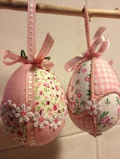 patchwork uova di pasqua - Cerca con Google Egg Crafts, Easter Crafts, Diy And Crafts, Holiday Ornaments, Holiday Crafts, Folded Fabric Ornaments, Easter Egg Designs, Diy Ostern, Easter Projects