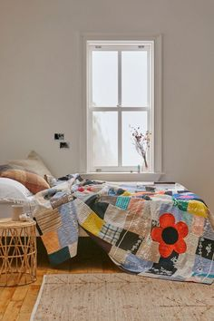 Shop Urban Renewal Embroidered Daisy Kantha Quilt at Urban Outfitters today. My New Room, My Room, Dorm Room, Home Interior, Interior Design, Interior Modern, Design Apartment, Cheap Apartment, Kantha Quilt