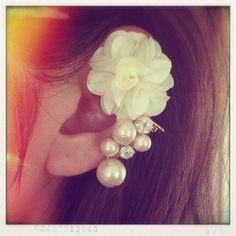 338609e49f0d91 Cotton pearl and zirconia back charm pierce