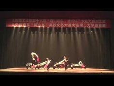 Китайские девушки танцуют