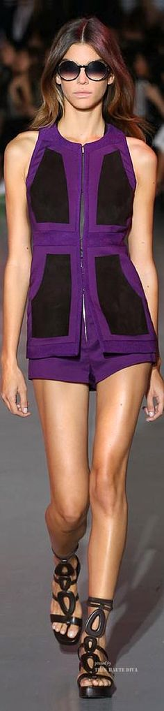 Costume National Spring Summer 2015 RTW - pin courtesy of Tres Haute Diva Purple Fashion, Colorful Fashion, High Fashion, Fashion Beauty, Female Fashion, Purple Love, All Things Purple, Shades Of Purple, Costume National