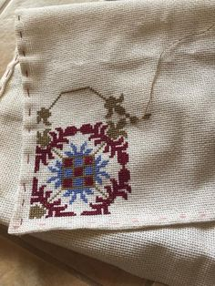 Cross Stitch Designs, Cross Stitch Patterns, 6 Word Stories, Diy Projects To Try, Elsa, Embroidery, Pillows, Crochet, Lassi