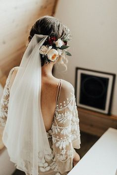 Mount Rose Trail Wedding with a Dose of Boho Details This boho & romantic wedding dress is so perfect!This boho & romantic wedding dress is so perfect! Boho Wedding, Dream Wedding, Hair Wedding, Elegant Wedding, Peacock Wedding, Wedding Rustic, Decor Wedding, Trendy Wedding, Wedding Decorations