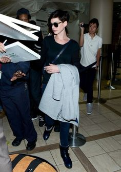 Anne Hathaway Photos: Anne Hathaway Spotted at the Airport