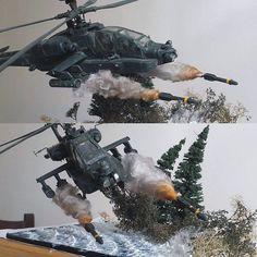 "Helicóptero de combate AH-64 ""Apache""  lançando mísseis ""Hellfire"". From: taringa.net  #guerra #war #soldiers #soldados #udk #usinadoskits #diorama #dio #dioramas #scene #cena #floresta #forest #hobby #passatempo #miniature #miniatura #miniatur #helicopter #helicoptero #apache"