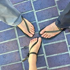 Help us get the word out about our one of a kind footwear and receive a 10% kickback! Become an affiliate by going to earthrunners.com > about > become an affiliate Photo via @happyguthacker #MatchingShoes #Kotd #BarefootSandals #Huaraches #MinimalistRunning