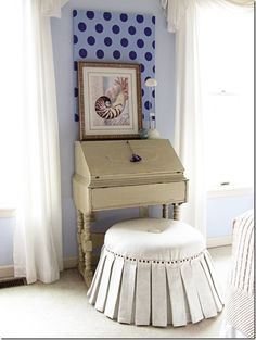 You CAN make this ottoman cover using a staple gun instead of a sewing machine. 31 Easy DIY Projects You Won't Believe Are No-Sew Diy Ottoman, Ottoman Slipcover, Slipcovers, Ottoman Cover, Round Ottoman, Fabric Ottoman, Homemade Ottoman, Ottoman Table, Shabby Chic Homes