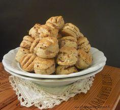 Az áfonya mámora: Hagymás, kacsazsíros pogácsa Muffin, Breakfast, Food, Morning Coffee, Meals, Muffins, Yemek, Morning Breakfast, Eten