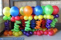 Balloons centerpieces idea for boy party Balloon Tower, Balloon Columns, Balloon Arch, Feather Centerpieces, Balloon Centerpieces, Balloon Decorations, Balloon Ideas, Colorful Centerpieces, Masquerade Centerpieces