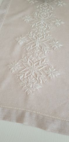 Hardanger Embroidery, Embroidery Stitches, Embroidery Patterns, Broderie Bargello, Needlework, Projects To Try, Cool Stuff, Lace, White Embroidery