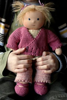 Waldorf Dolls.  So cute!!  Free tutorial  love knit clothes for these dolls, much quicker than a sweater for me!