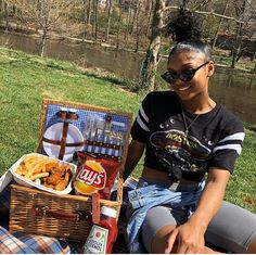 Relationship Goals Pictures, Couple Relationship, Cute Relationships, Cute Couples Goals, Couple Goals, Picnic Date Outfits, Airport Travel Outfits, Birthday Surprises, Photoshoot Pics