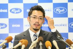 2014-10-14 Japanese Figure Skater Daisuke Takahashi speaks to the media during a news conference  announcing his retirement from competition in Okayama,
