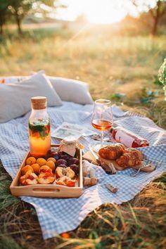 Picnic Ideas Discover AL-FL Pique nique champêtre Picnic Date, Summer Picnic, Fall Picnic, Beach Picnic Foods, Family Picnic Foods, Country Picnic, Backyard Picnic, Brunch, Comida Picnic