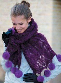 Sødt strikket sjal med pomponer fra Hjemmet
