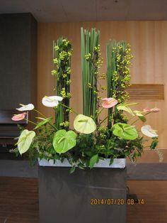 드림교회 Hotel Flower Arrangements, Flower Centerpieces, Flower Decorations, Hotel Flowers, Big Flowers, Tropical Flowers, Deco Floral, Arte Floral, Back Garden Farming