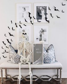 34 Elegant Halloween Decorations That Are So Chic It's ScaryThe porch may also be decorated for Halloween and there are lots of ideas that could be utilized in achieving the theme for the holiday. There are lot. Soirée Halloween, Halloween Home Decor, Diy Halloween Decorations, Fall Home Decor, Autumn Home, Holidays Halloween, Halloween Bedroom, Harvest Decorations, Samhain