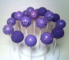 Purple Cake Pops by Diva's Delights Purple Cake Pops, Cake Pop Displays, Pink Sweets, Purple Day, Decorator Frosting, Cake Decorating Piping, Purple Christmas, New Cake, Candy Apples
