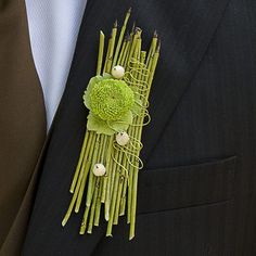 Contemporary boutonniere of equisetum, single spray chrysanthemum and wire detail by Philippe Bas. Corsage And Boutonniere, Groom Boutonniere, Boutonnieres, Deco Floral, Arte Floral, Floral Design, Prom Flowers, Bridal Flowers, Corsage Wedding