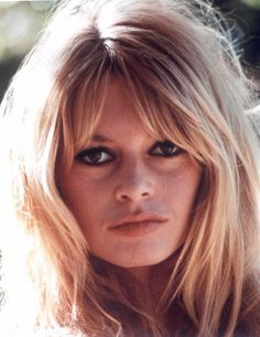 The best bangs for a round face.
