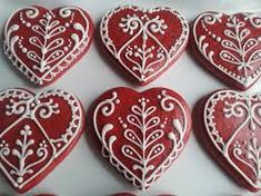 Red and white gingerbread, Valentine's Day cookies Flower Sugar Cookies, Honey Cookies, Mother's Day Cookies, Valentines Day Cookies, Iced Cookies, Heart Shaped Cookies, Heart Cookies, Gingerbread Decorations, Gingerbread Cookies