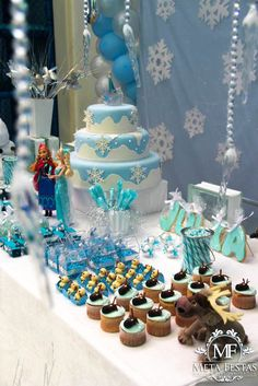 Frozen themed birthday party with Lots of Really Cute Ideas via Kara's Party Ideas -Momo