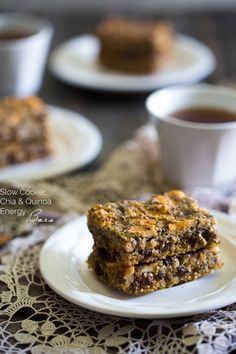 Slow Cooker Quinoa Energy Bar Recipe - YES! You CAN make healthy, gluten free energy bars in your slow cooker! Perfect for a portable breakfast or snack!   Foodfaithfitness.com   @FoodFaithFit