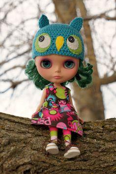 Blythe in owl hat