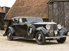 1938 Rolls-Royce Phantom III Saloon by H.J. Mulliner | Automobiles of London 2010 | RM Sotheby's
