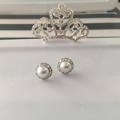 Audrey Hepburn Tiara and pearl earrings Breakfast at