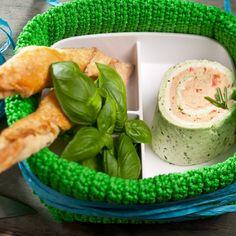 Selbst gemachte Frischkäse-Rolle Fresh Rolls, Ethnic Recipes, Food, Food Gifts, Oven, Chef Recipes, Kochen, Meal, Eten