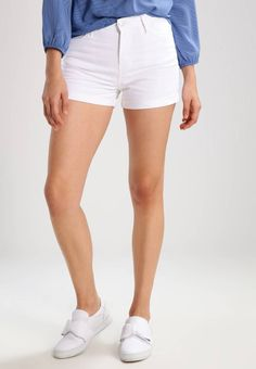 """Tiffosi. GILLY - Denim shorts - white. Our model's height:Our model is 70.5 """" tall and is wearing size 28. Fit:skinny. Outer fabric material:97% cotton, 3% spandex. Pattern:plain. Care instructions:do not tumble dry,machine wash at 30°C..."""