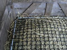 wooden pallet Horse Feeders Hay | ... , to me, like something a horse could lift up and remove themselves