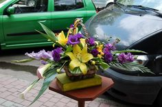 Coș cu Crini Galbeni cu livrare în #Moldova Cale, Romania, Plants, Knives, Planters, Plant, Planting